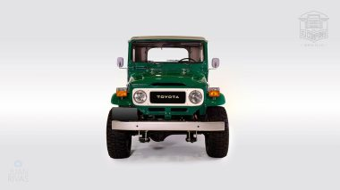 1983-Toyota-Land-Cruiser-FJ40-John-Deere-Green-FJ40-361667-Studio-007