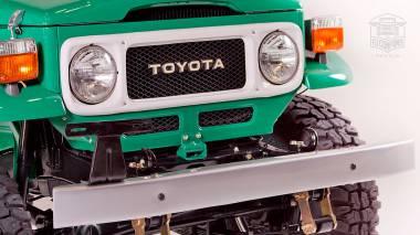 1983-Toyota-Land-Cruiser-FJ40-John-Deere-Green-FJ40-361667-Studio-014