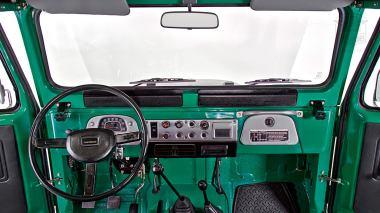 1983-Toyota-Land-Cruiser-FJ40-John-Deere-Green-FJ40-361667-Studio-023