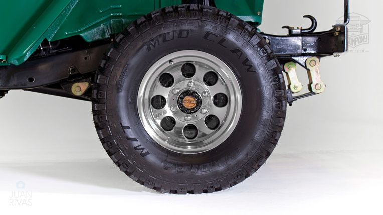 1983-Toyota-Land-Cruiser-FJ40-John-Deere-Green-FJ40-361667-Studio-031