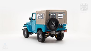 The-FJ-Company-1982-FJ40-Land-Cruiser---Sky-Blue-356501---Studio_005