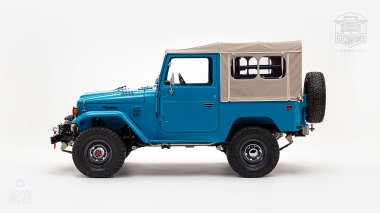 The-FJ-Company-1982-FJ40-Land-Cruiser---Sky-Blue-356501---Studio_006