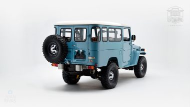 The-FJ-Company-1982-FJ43-Land-Cruiser---Capri-Blue-67158---Studio_003
