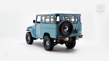 The-FJ-Company-1982-FJ43-Land-Cruiser---Capri-Blue-67158---Studio_005