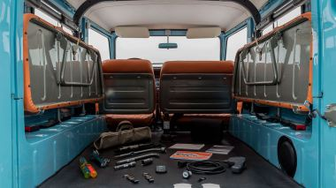 The-FJ-Company-1982-FJ43-Land-Cruiser---Capri-Blue-67158---Studio_033