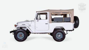 The-FJ-Company-1982-FJ43-Land-Cruiser---White-110048---Studio_008