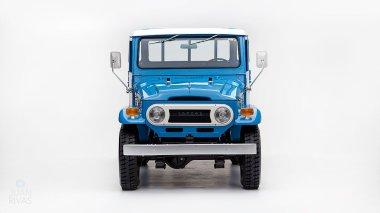 1974-Toyota-Land-Cruiser-FJ45-SkyBlue-FJ45-83469-Studio_001