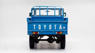 1974-Toyota-Land-Cruiser-FJ45-SkyBlue-FJ45-83469-Studio_004