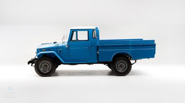 1974-Toyota-Land-Cruiser-FJ45-SkyBlue-FJ45-83469-Studio_006