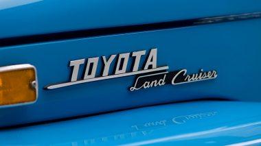 1974-Toyota-Land-Cruiser-FJ45-SkyBlue-FJ45-83469-Studio_010