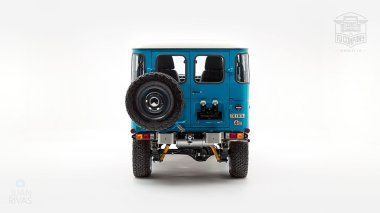 The-FJ-Company-1983-FJ40-Land-Cruiser-Sky-Blue-361714-Studio_004