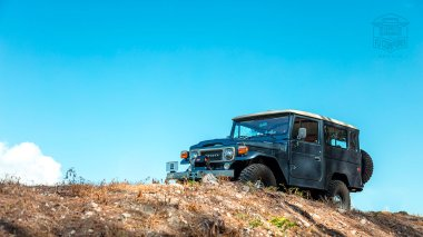 The-FJ-Company-1984-FJ43-Land-Cruiser---Venetian-Blue-113295---Lifestyle_020
