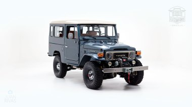The-FJ-Company-1984-FJ43-Land-Cruiser---Venetian-Blue-113295---Studio_001