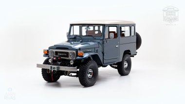 The-FJ-Company-1984-FJ43-Land-Cruiser---Venetian-Blue-113295---Studio_007