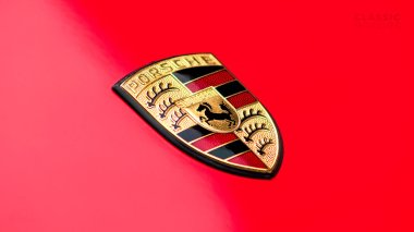1991-Porsche-964-Carrera-2-Targa-Guards-Red-P0BB2964MS440108-Studio_009