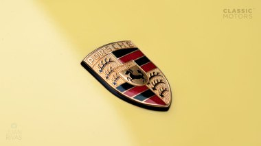 Straat-Automobile-1992-Porsche-964-RS---Limone-Yellow-WPOZZZ96ZN490974-Studio-018