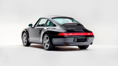 1995-Porsche-993-Carrera-Black-Studio_004