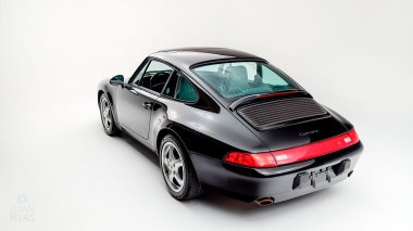 1995-Porsche-993-Carrera-Black-Studio_008