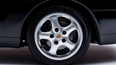 1995-Porsche-993-Carrera-Black-Studio_025