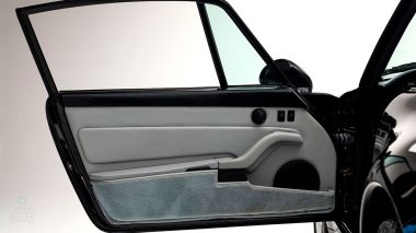 1995-Porsche-993-Carrera-Black-Studio_026