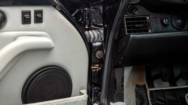 1995-Porsche-993-Carrera-Black-Studio_027