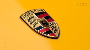 1995-Porsche-993-RS-Yellow-RS-WP0ZZZ99ZTS390331-Studio-9